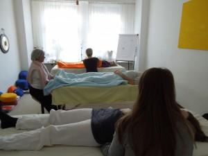 Teilnehmer der Ausbildung beim Üben